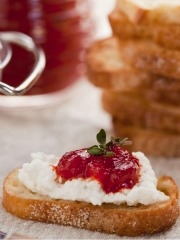 Goat Cheese Crostini With Tomato Jam